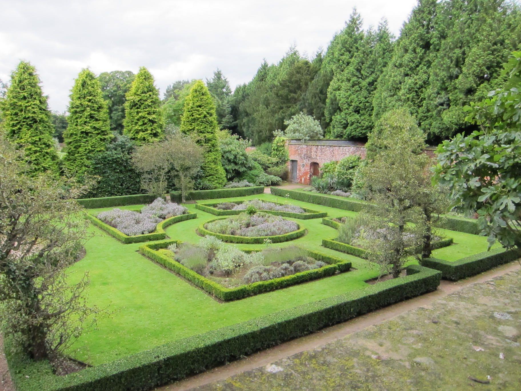 Small Walled Garden 1
